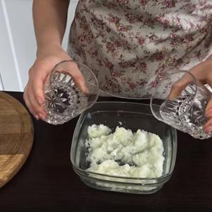 Салат «Сельдь под шубой»: рецепты самых необычных вариаций закуски и пошаговые инструкции