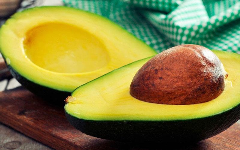 Тропический гость на вашей кухне – авокадо: как его едят и с чем готовят