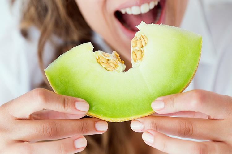 Сладкий вкус лета: какую пользу и вред несёт дыня для организма