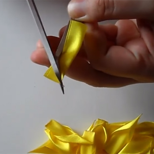 Неувядающая красота: цветы из атласных лент своими руками