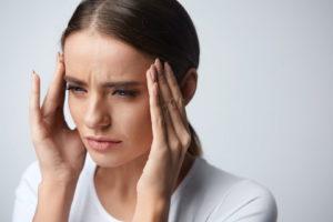 Женщина, боль в голове