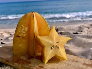 Море, пляж, фрукты