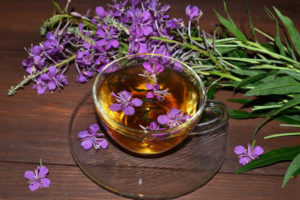 Кружка, розовые цветы, чай