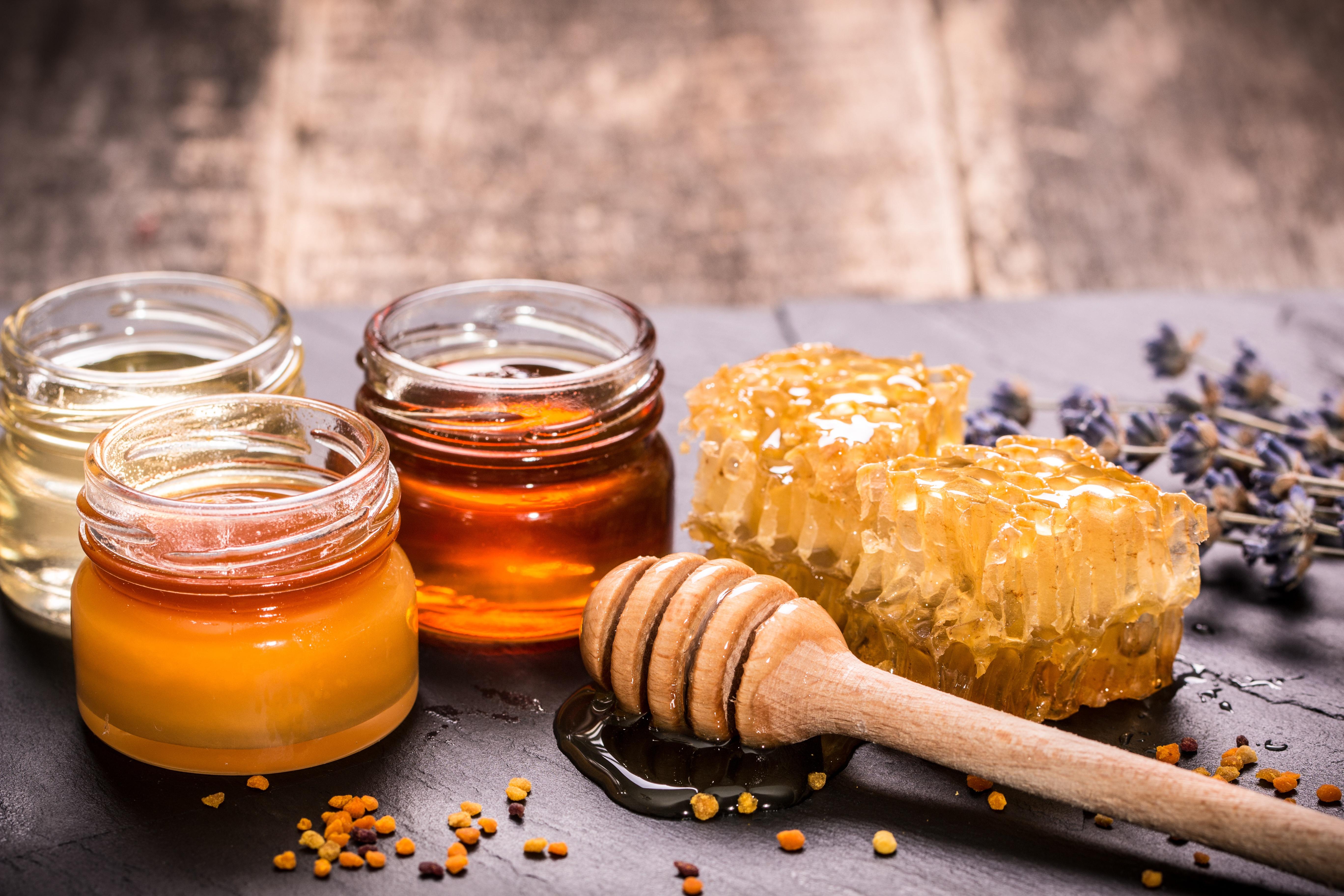 Какой мед лучше при гриппе, ОРВИ и простуде: медотвод при температуре