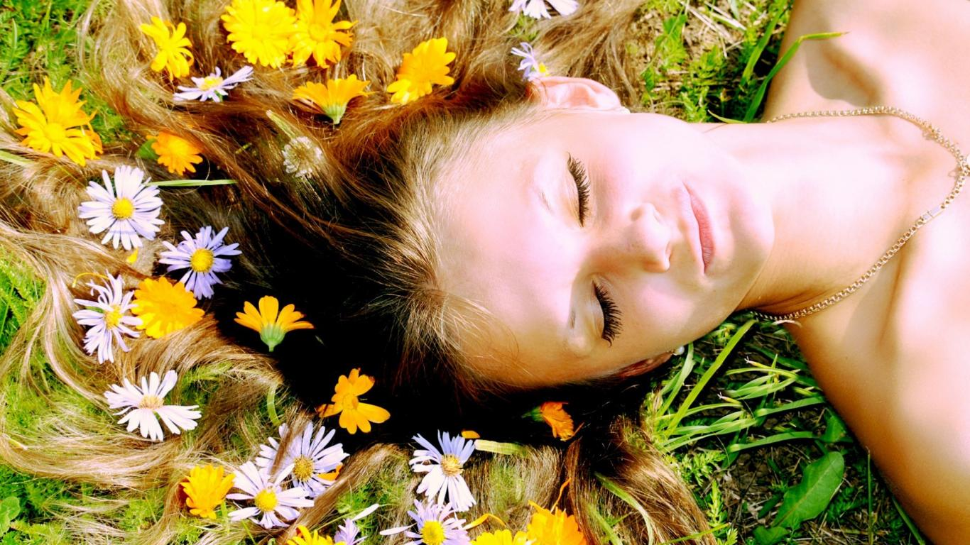 Готовим целительные настои трав для волос