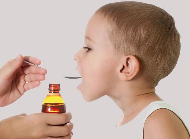 Давать детям лекарство без назначения врача не следует