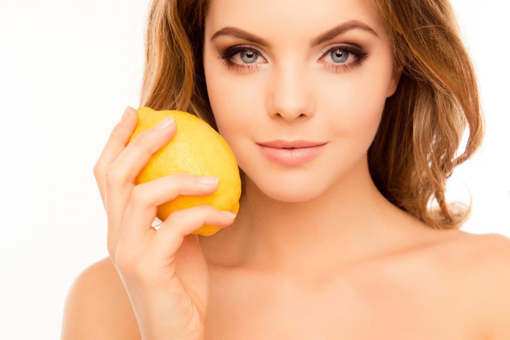 Лимон тонизирует кожу