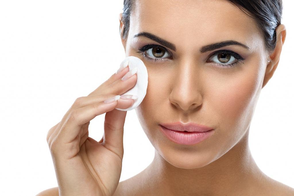 Ежедневное удаление косметики с лица