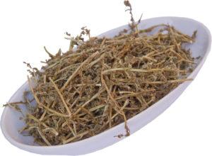 сухая трава, белая тарелка