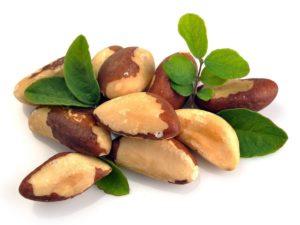 орехи, зеленые листья