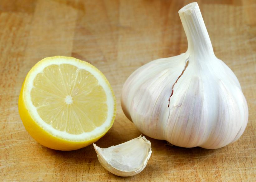 Лекарственное средство с чесноком и лимоном