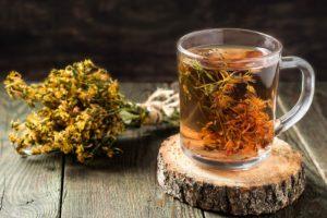 Чай, кружка, сухие растения