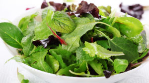 салатные листья разного цвета
