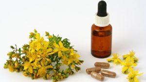 растение с желтыми цветами, флакон, таблетки