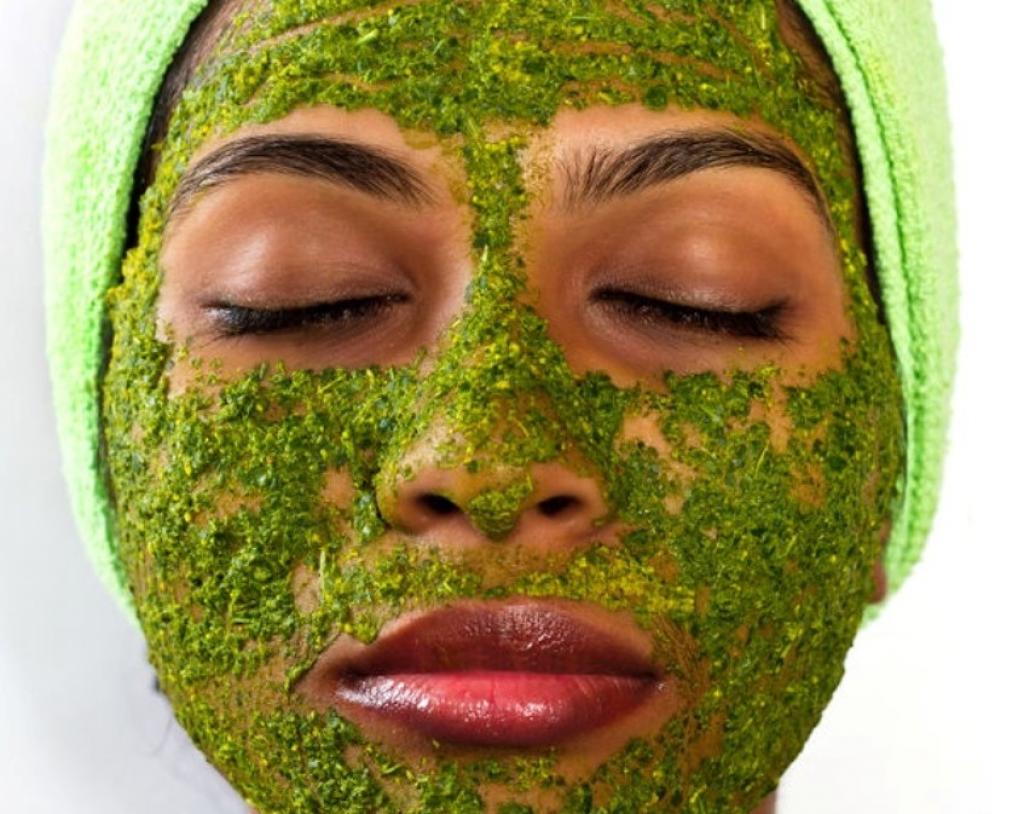 Маска для лица из травы череды