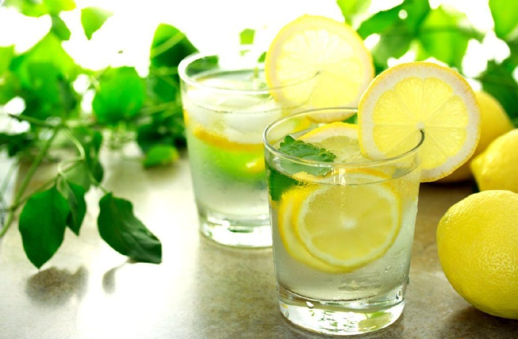 Лимонный сок с водой