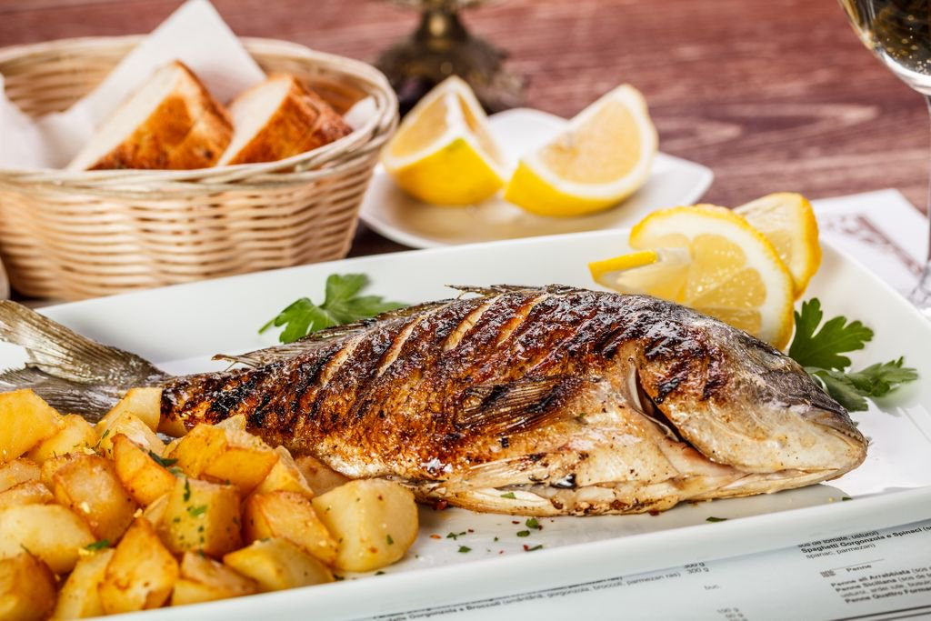Рыба с жаренной картошечкой