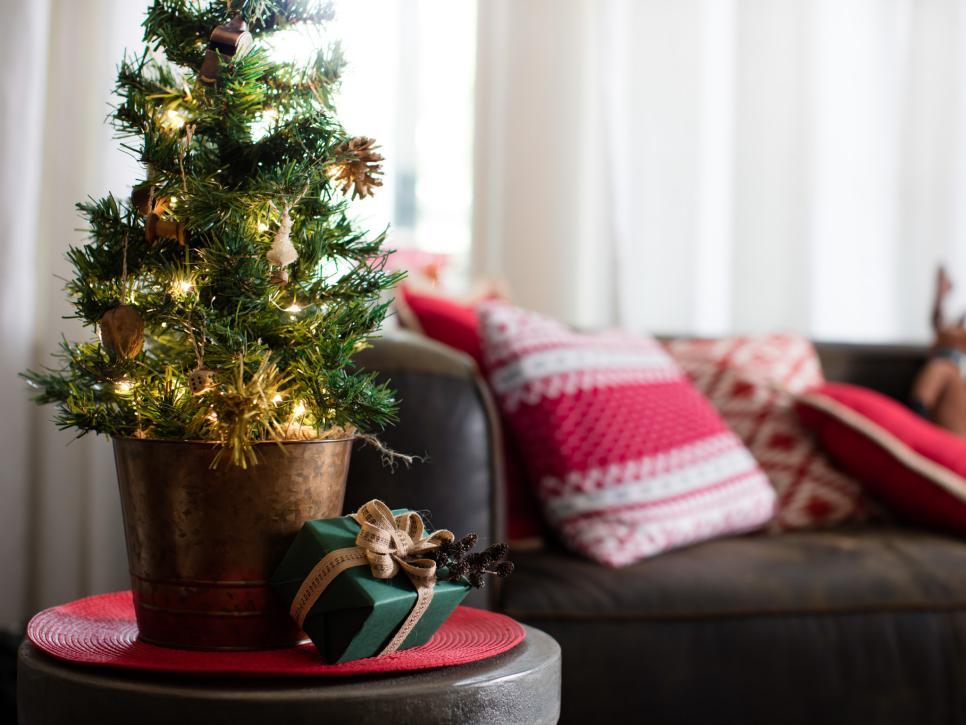 Маленькая елка новогодняя
