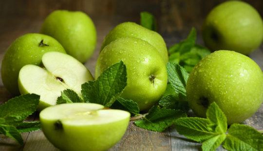 яблоки, капли, мята, стол