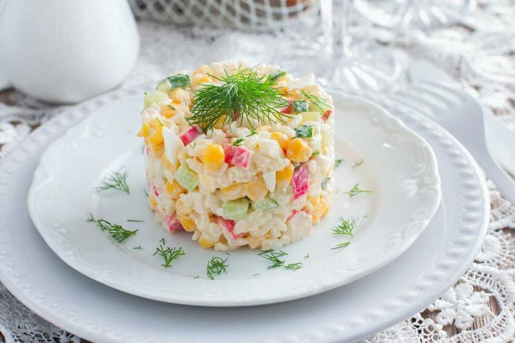 Крабовый салат на новогодний стол