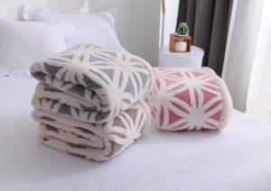 кровать, одеяла