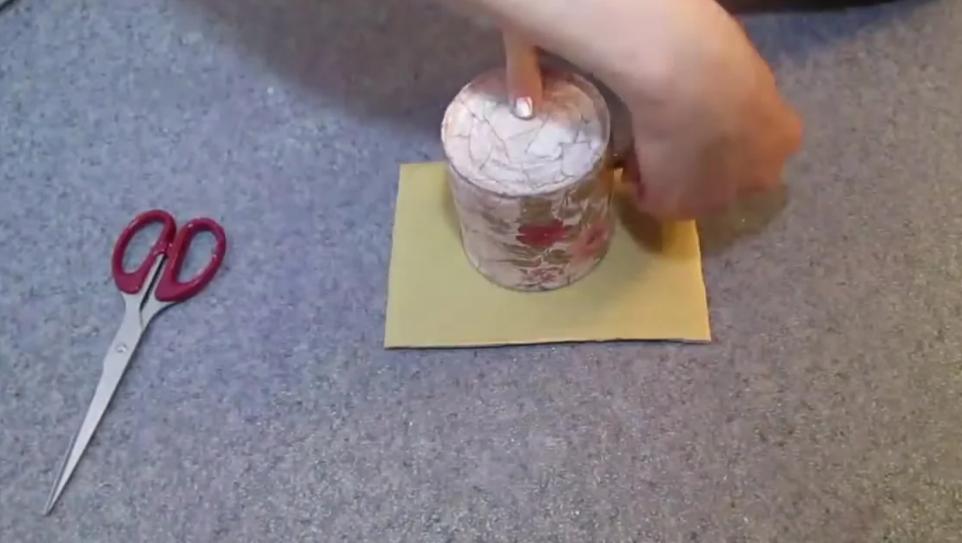 Вырезаем кружочек из картона