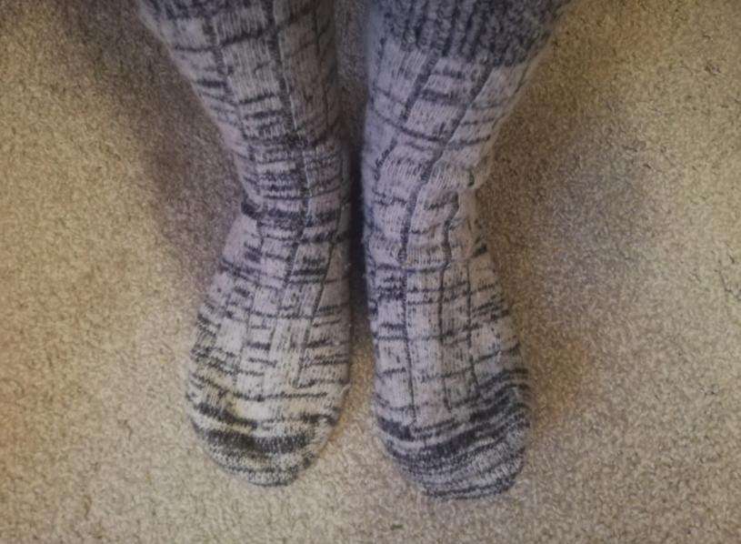 Обуть теплые шерстяные носки
