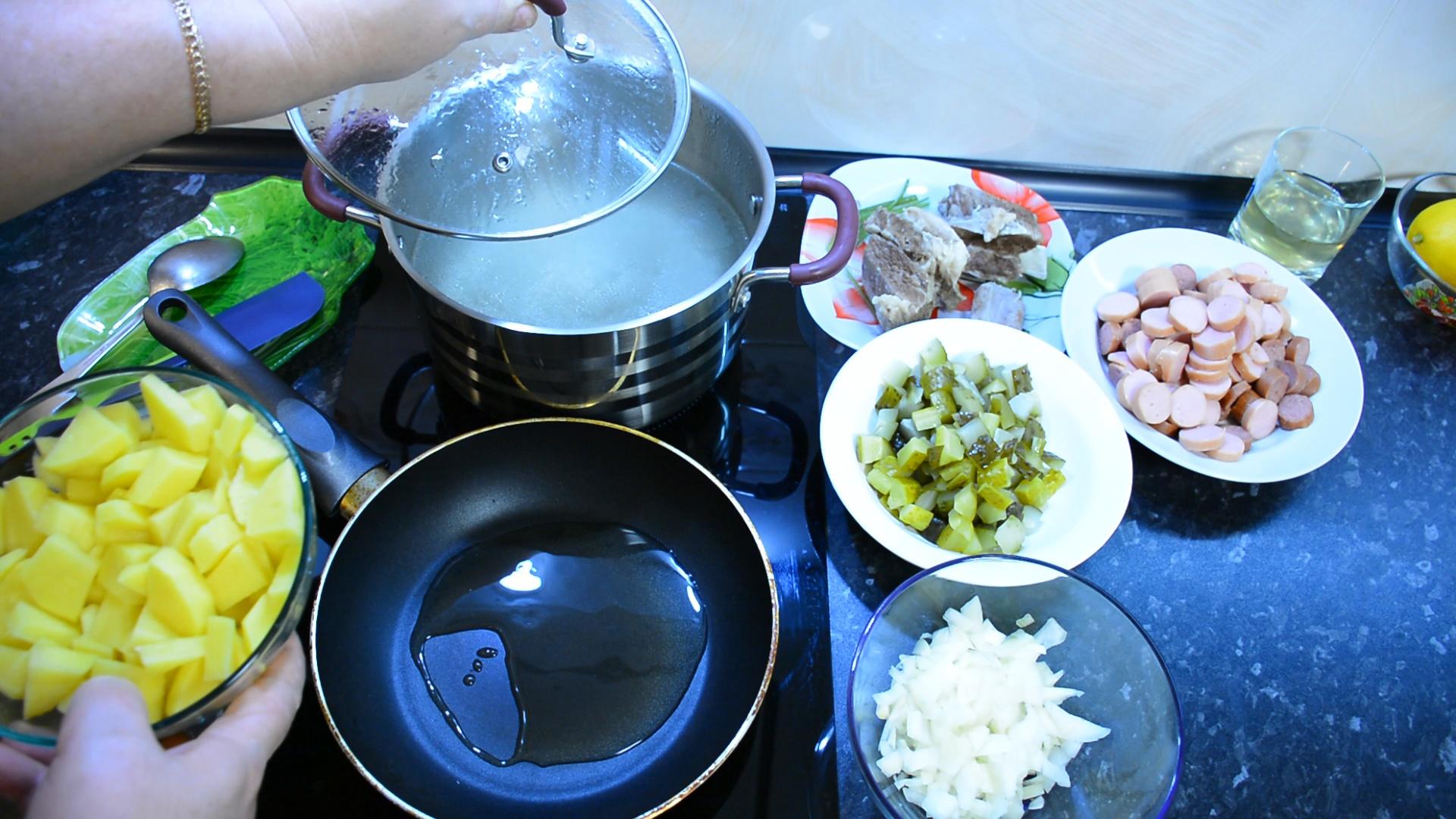 То, что нужно после новогодних праздников! Вкусный и простой рецепт сборной солянки - семья оценит