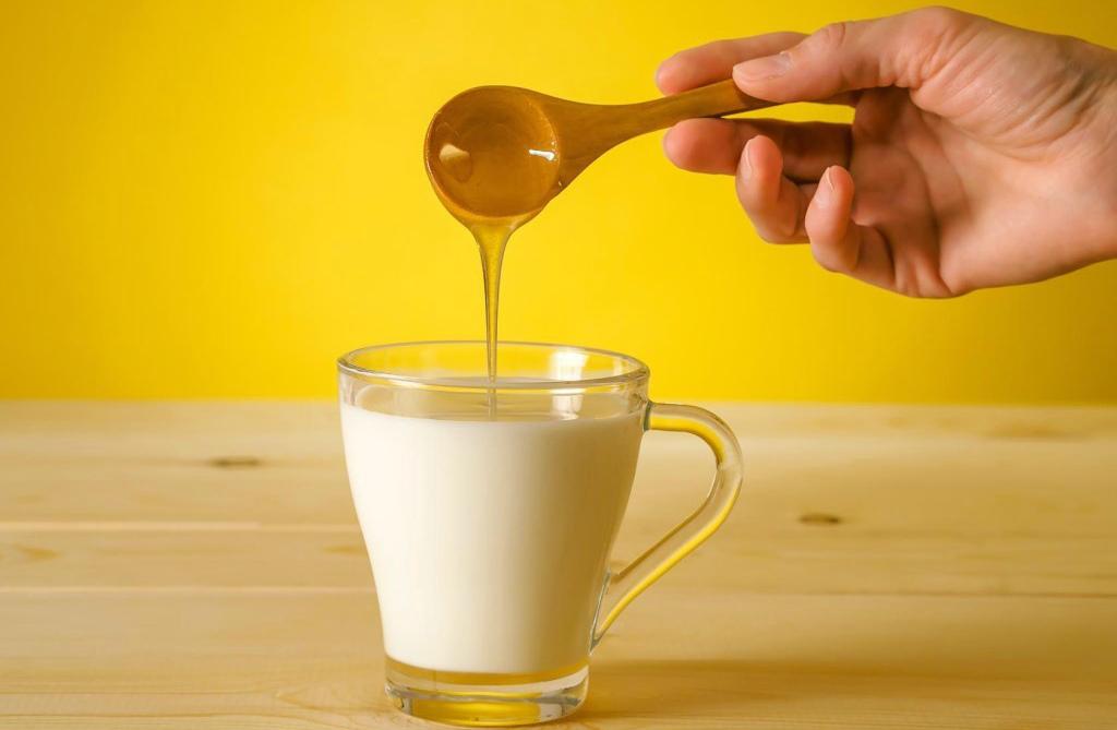 Сочетание молока с бананом и мёдом