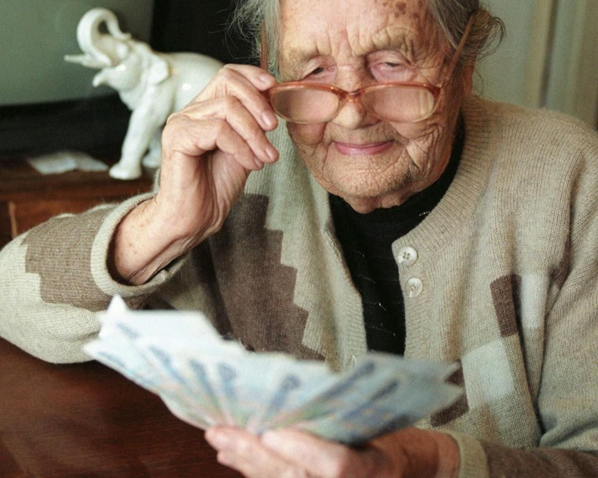У обычной бабушки пенсия в 28 тысяч