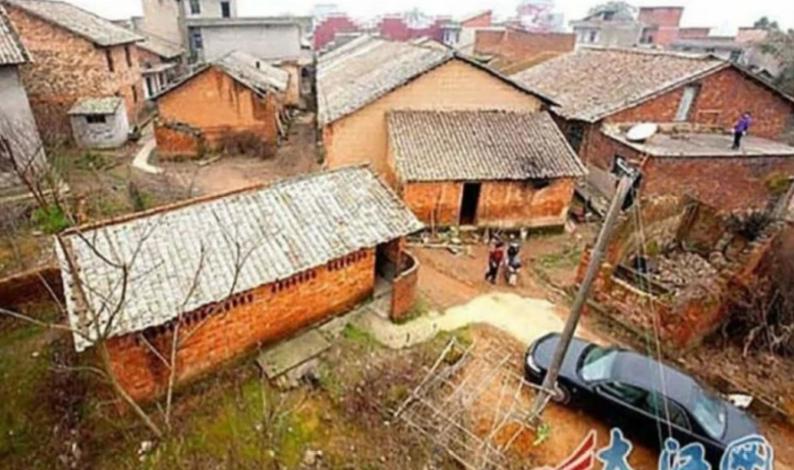 Миллионер приказал снести все дома в деревне