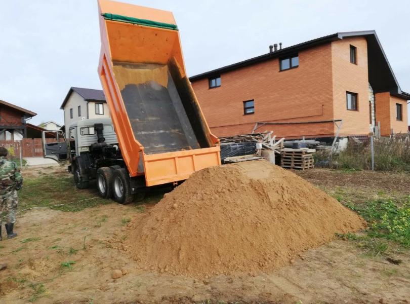 Соседа обманули с доставкой песка