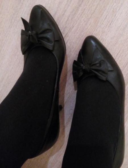 Туфли с черными колготками