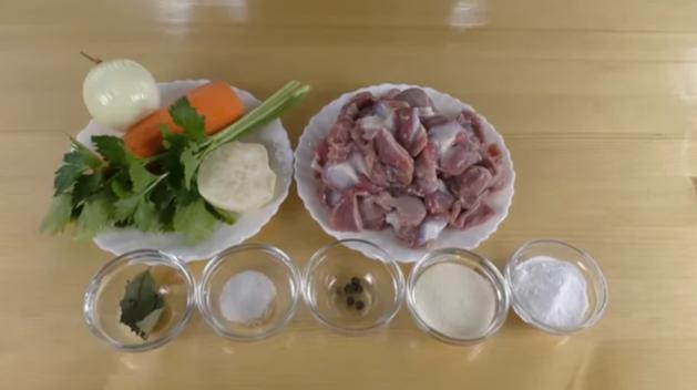Заливное из куриных желудков