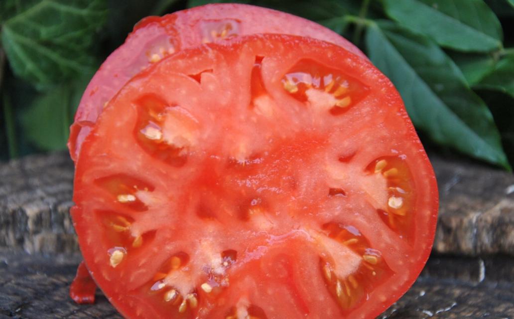Помидор малиновый ранний в разрезе