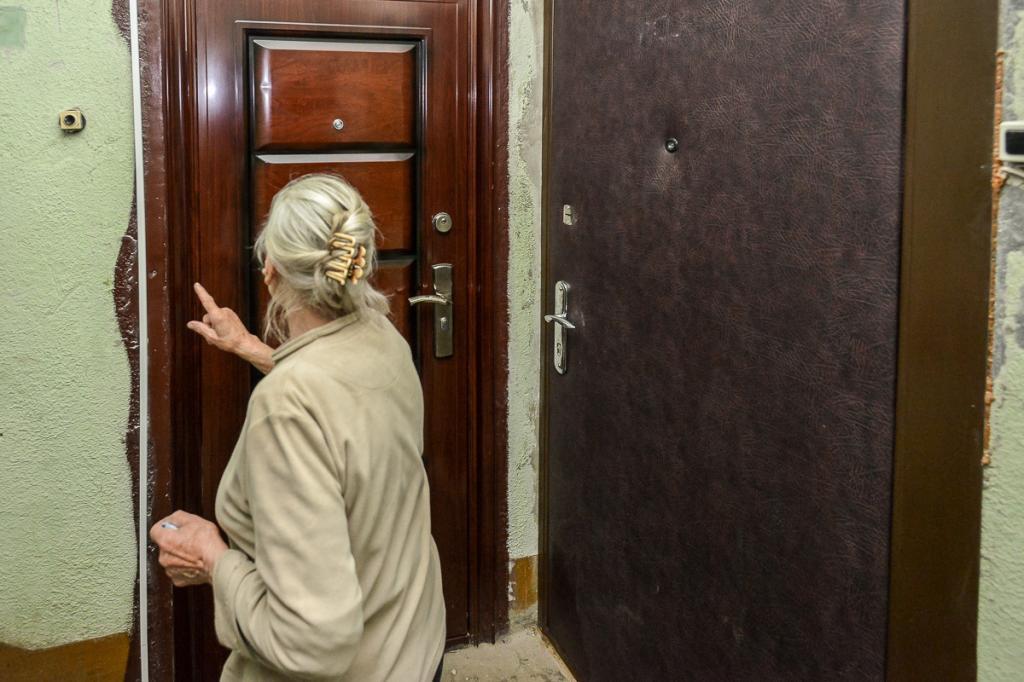 бабушка в дверь стучится