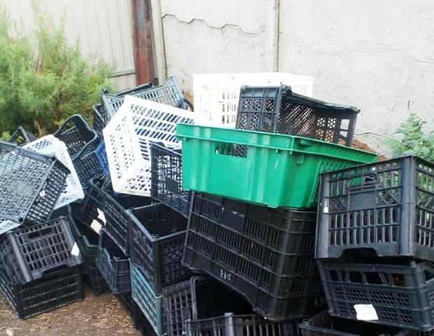 Пластиковые ящики отличный помощник в огороде