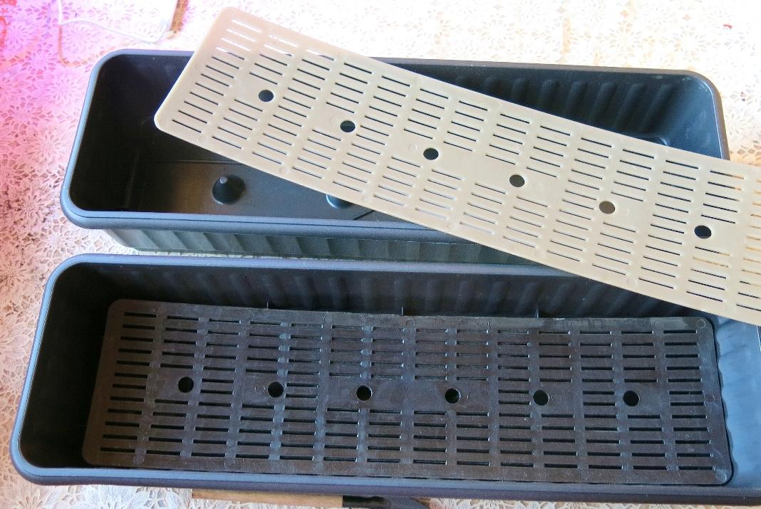 Ящик с дренажной решеткой